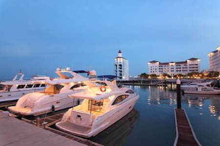 Luxury Quayside Seafront Resort Introductory offer - Tanjung Bungah - Lakás