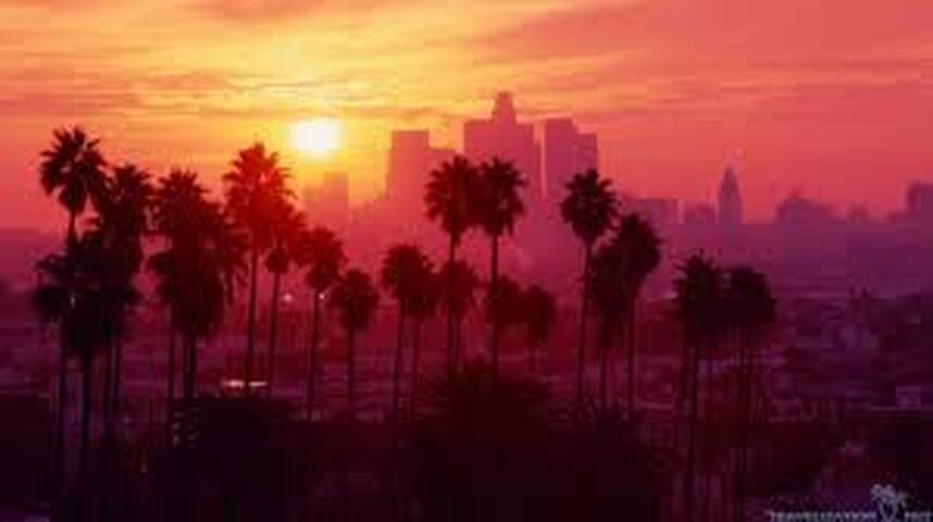 Stay in the heart of LA. Close to everything!