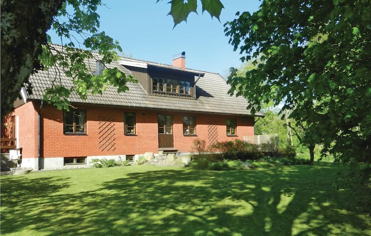 Former farm house with 2 bedrooms on 104m² in Munka Ljungby
