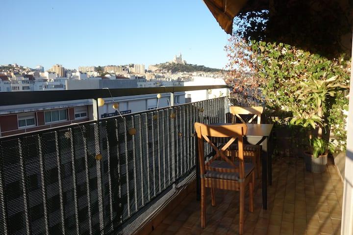 Grand T2 lumineux, balcon, vue, cuisine US et bar