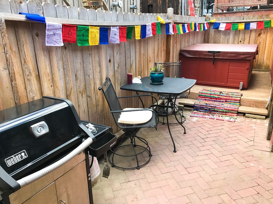 Hot tub, Gas Grill, and outdoor seating on the private back patio!