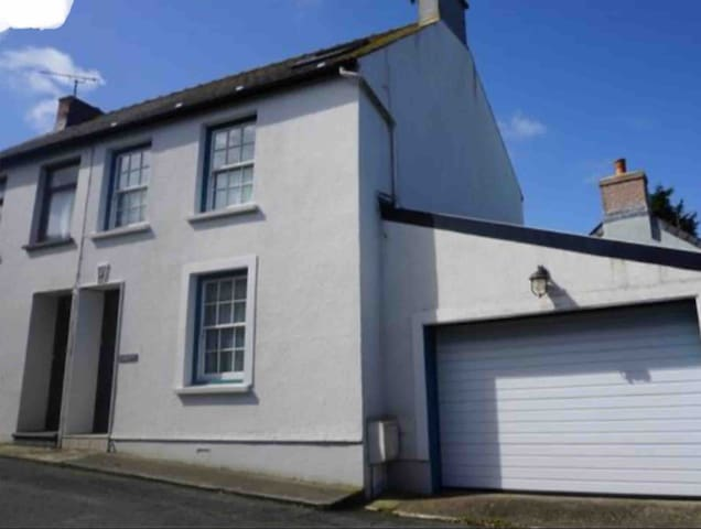 Lovely Pembrokeshire seaside townhouse. Coast Path