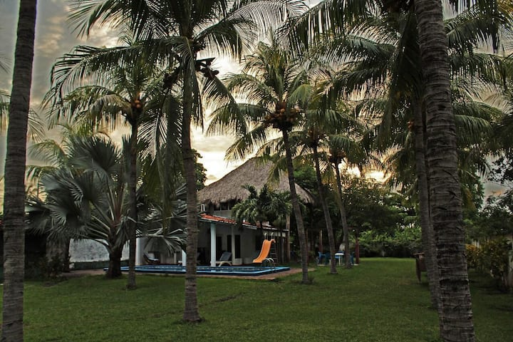 Casa de Playa, Rancho,  en Playa Dorada, Sonsonate