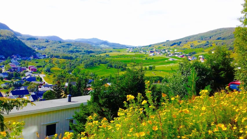 Modern, In-town, Stunning View! - Harstad - Bed & Breakfast