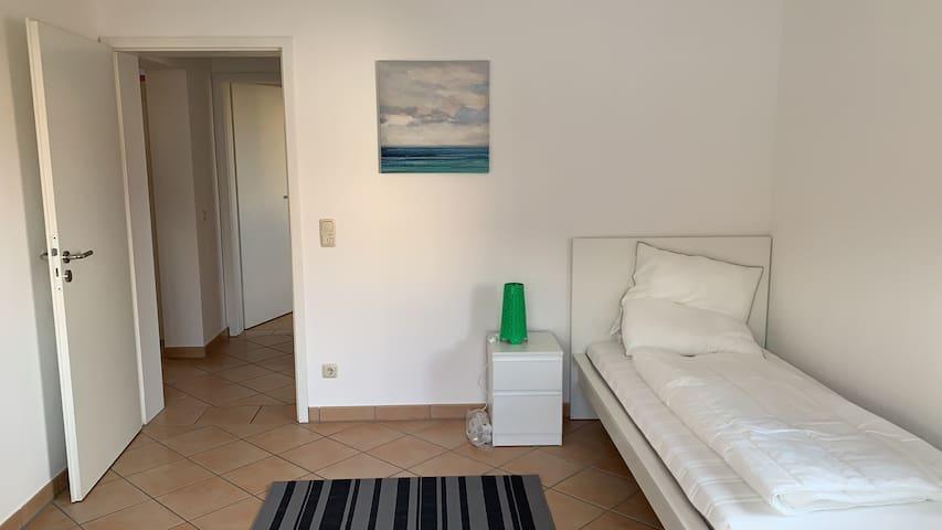 Möblierte Gäste-/WG-Zimmer südlich von München