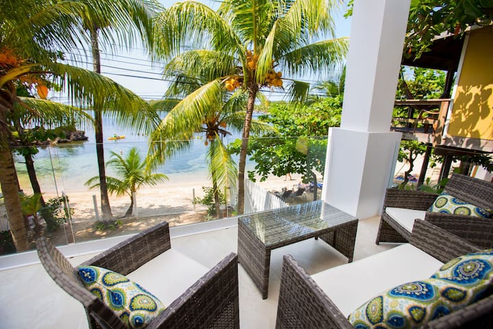 True Beachfront 1 bedroom on West End Roatan's Half Moon Bay