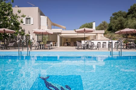 Villa Almyros with private pool close to the beach - Georgioupoli