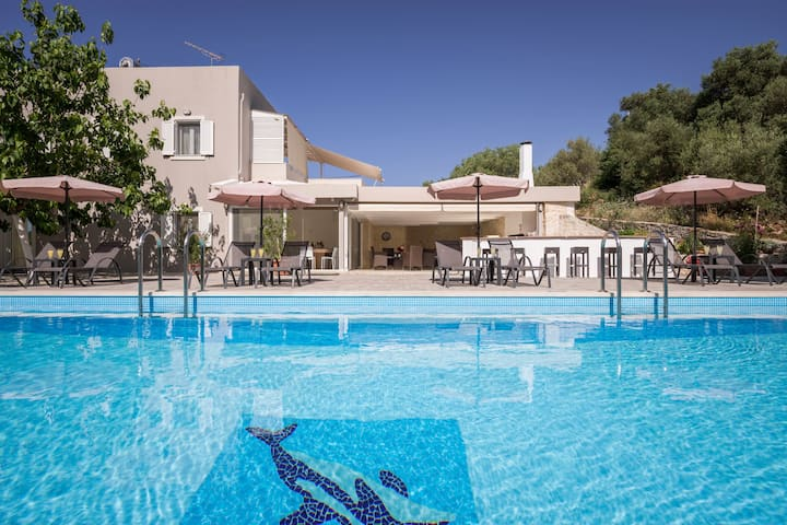 Villa Almyros with private pool close to the beach