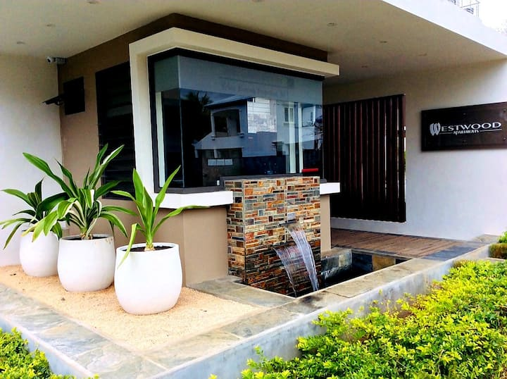 Islanders Home-Private Apt-Beach 1km-Tropical Vibe