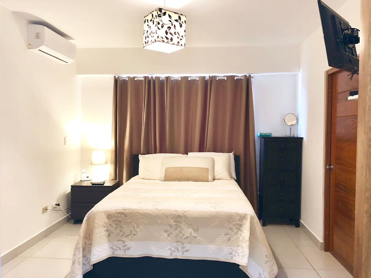 Comfortable bedroom with A/C + Smart TV with 150+ channels + PHONE with local calling service (totally FREE) + Smart Night lamp!