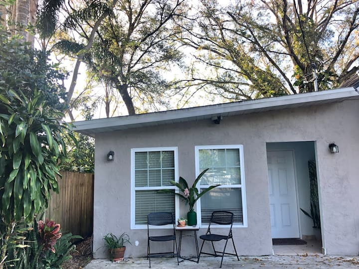 Quiet and Comfy Orlando Home - Close To It All
