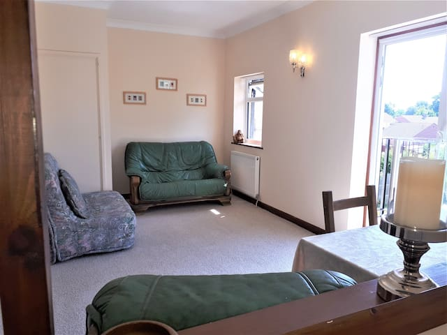 Yeovil Annexe. Close to Town, hospital & Leonardo