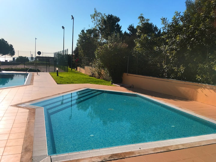 Cascais 2 bedrooms - pool, garage and sea view