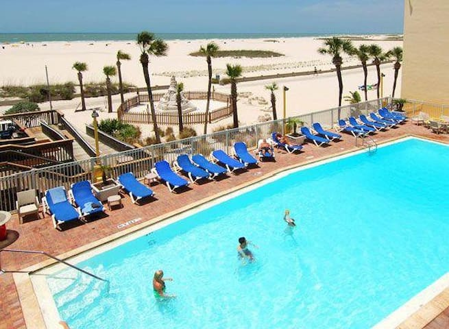 RIGHT ON THE BEACH! GULF FRONT CLASSIC UNIT, POOL!