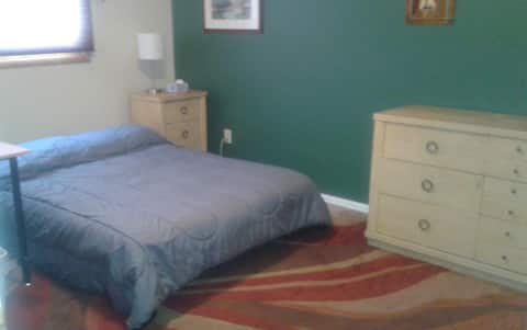 Flexible/Affordable Room