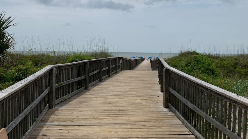 Hilton Head Resort Condo-300 Yards from Beach
