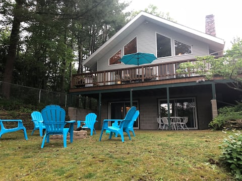 Large Lakefront Home w/ Stunning Views(4BD/2.5BTH)
