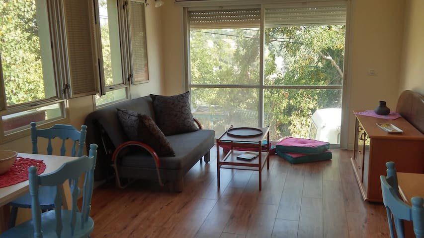 sweet little home for couples&kids - Kiryat Tiv'on - Hus