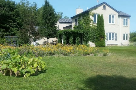 Grey Hare Inn Vineyard B & B - 트래버스 시티(Traverse City)