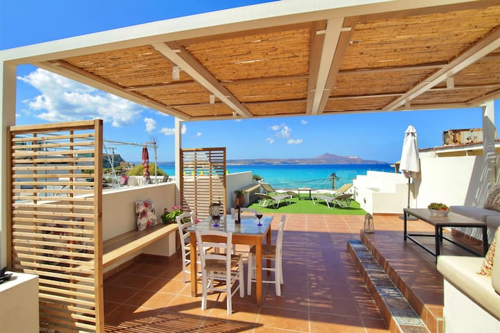 Apartment with roof terrace, next to sandy beach