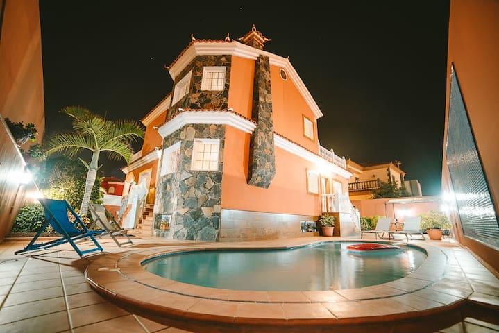 Villa Morada Sonneland with private pool