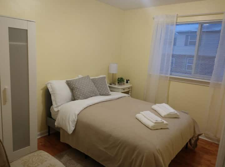 Great Privat room close to Metra station