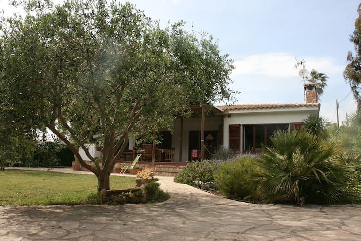 Idyllisches Haus in Strandlage in Torredembarra - Torredembarra - Talo