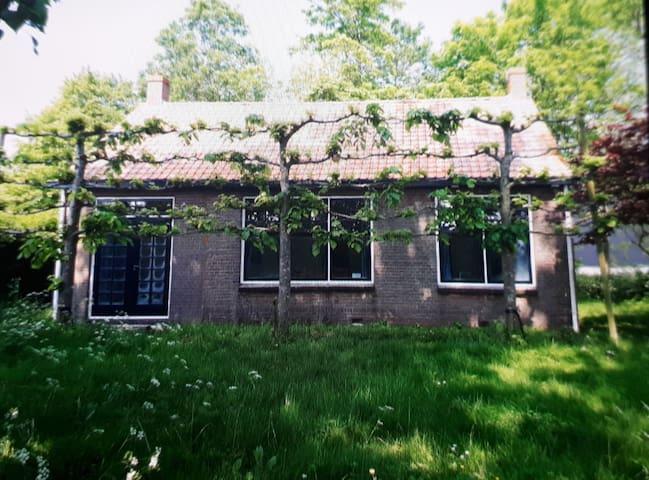 Vrijstaand knusse cottage bij de boerderij