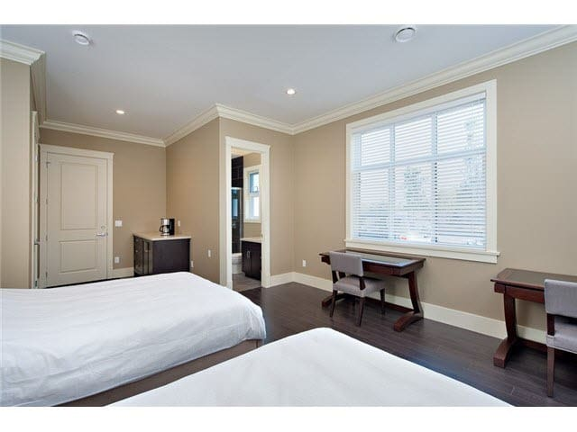 Spacious 2 queen beds with private bathroom - Richmond - House