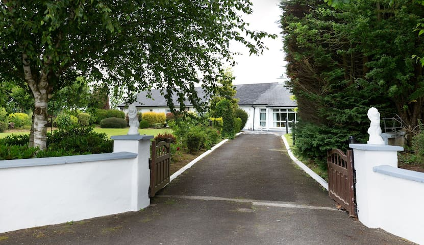 Country home near the Rock of Cashel -Private room