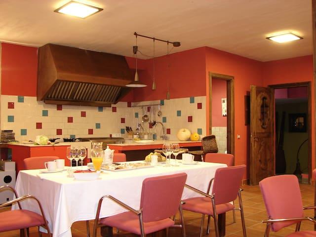 Estrella rural, 7 alojamientos y salón-vinoteca. - Braojos - Dům