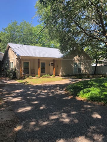 2/2 Home in Fruit and Nut District of Fairhope