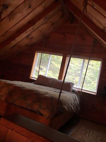 Queen bed in loft.