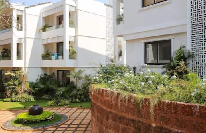 3BHK penthouse, pvt pool, pvt terrace, large hall.