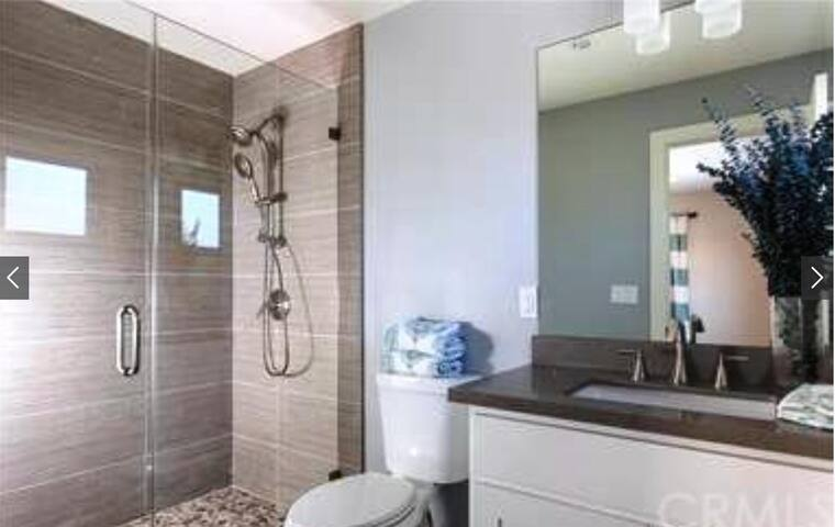 5 Star Super Clean & Comfy double bed room - Newport Beach - House