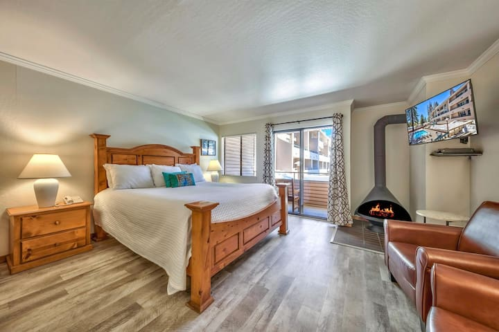 *NO GUEST SERVICE FEE* Updated Studio Right Off Lake Tahoe