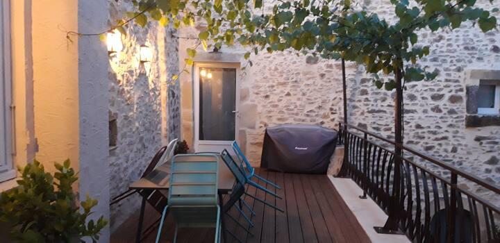 Petit appartement avec très belle cour intérieure