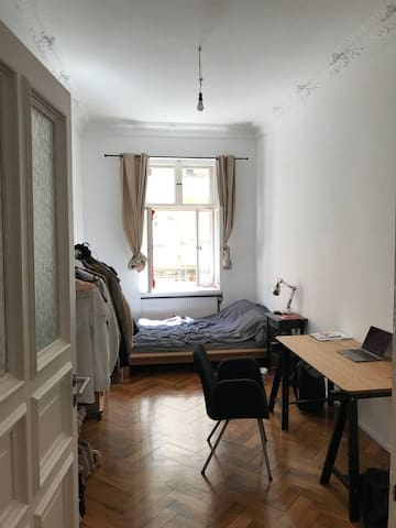 Cozy room in premium Berlin-Mitte flat