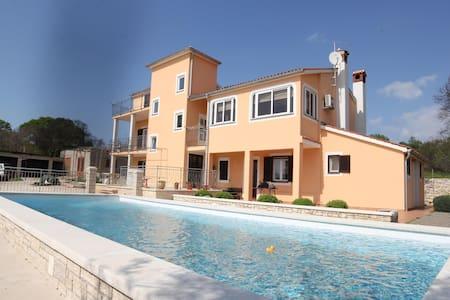 Apartments Bilic / One Bedroom A2 - Golas - Huoneisto