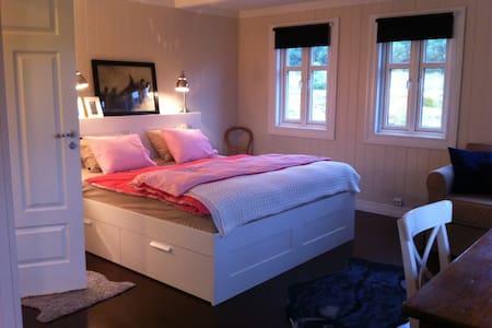 """Room """"SØR"""" -  Apartment by the sea - Finnseter - 公寓"""