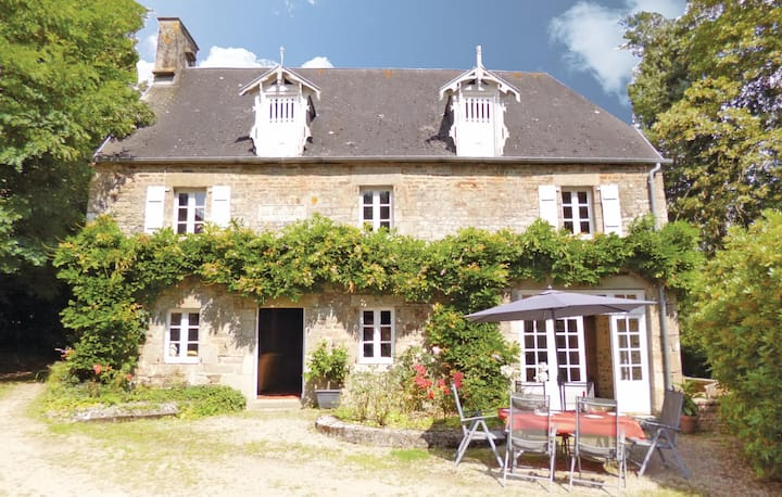 Awesome home in Landelles et Coupigny with WiFi and 4 Bedrooms