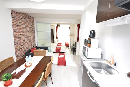 Best location! 2 mins to JR & 2 mins to Namba - Nishinari Ward, Osaka - Appartement