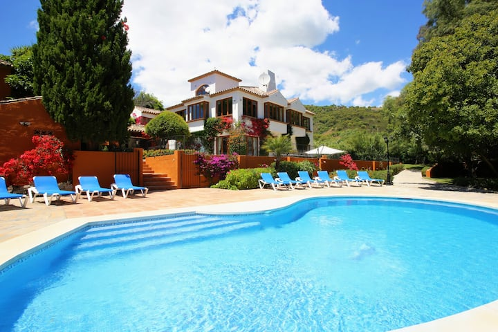 6 bedroom Villa In  Casares. Jacuzzi, heated pool