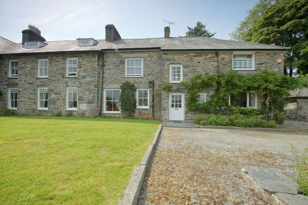 Family and group country house near Criccieth
