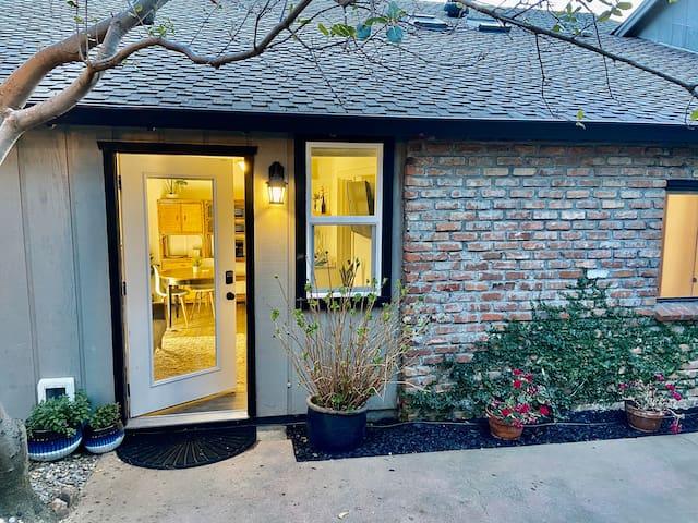 PRIVATE ENTRANCE Cozy Guest Suite