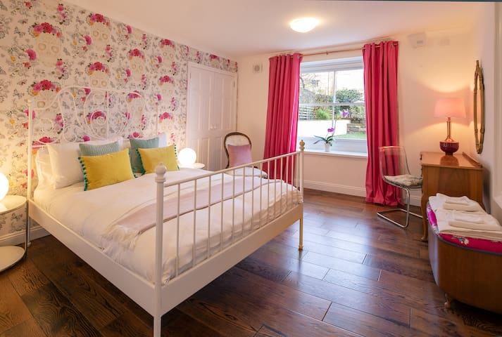 Luxury garden flat in the heart of Bristol. 7px