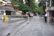 Entrada de urbanizaciòn Los Naranjos de Las Mercedes