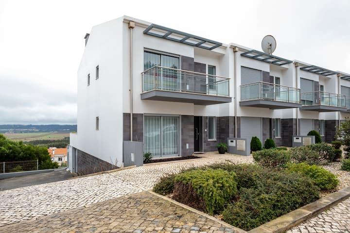 Attractive Villa in Salir Do Porto with Swimming Pool