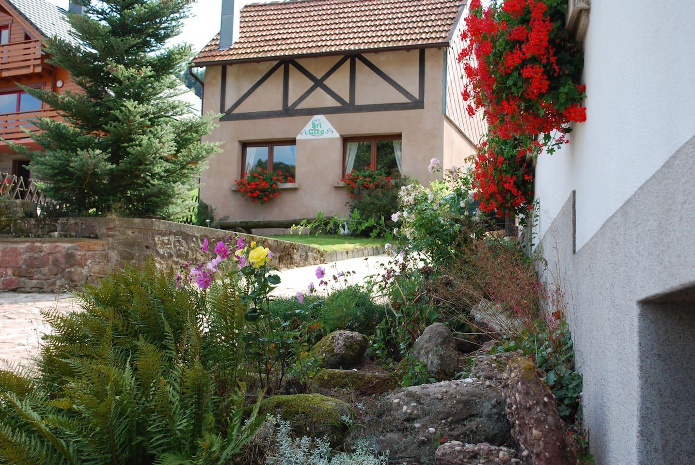 """Charmante petite maison indépendante """"Chez Bri'Gîte"""""""