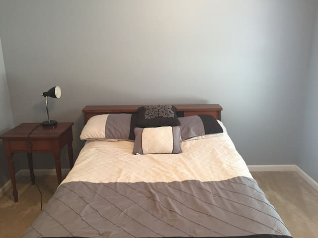 Private 1 bed 1 bath 10 minutes from IU B Campus!
